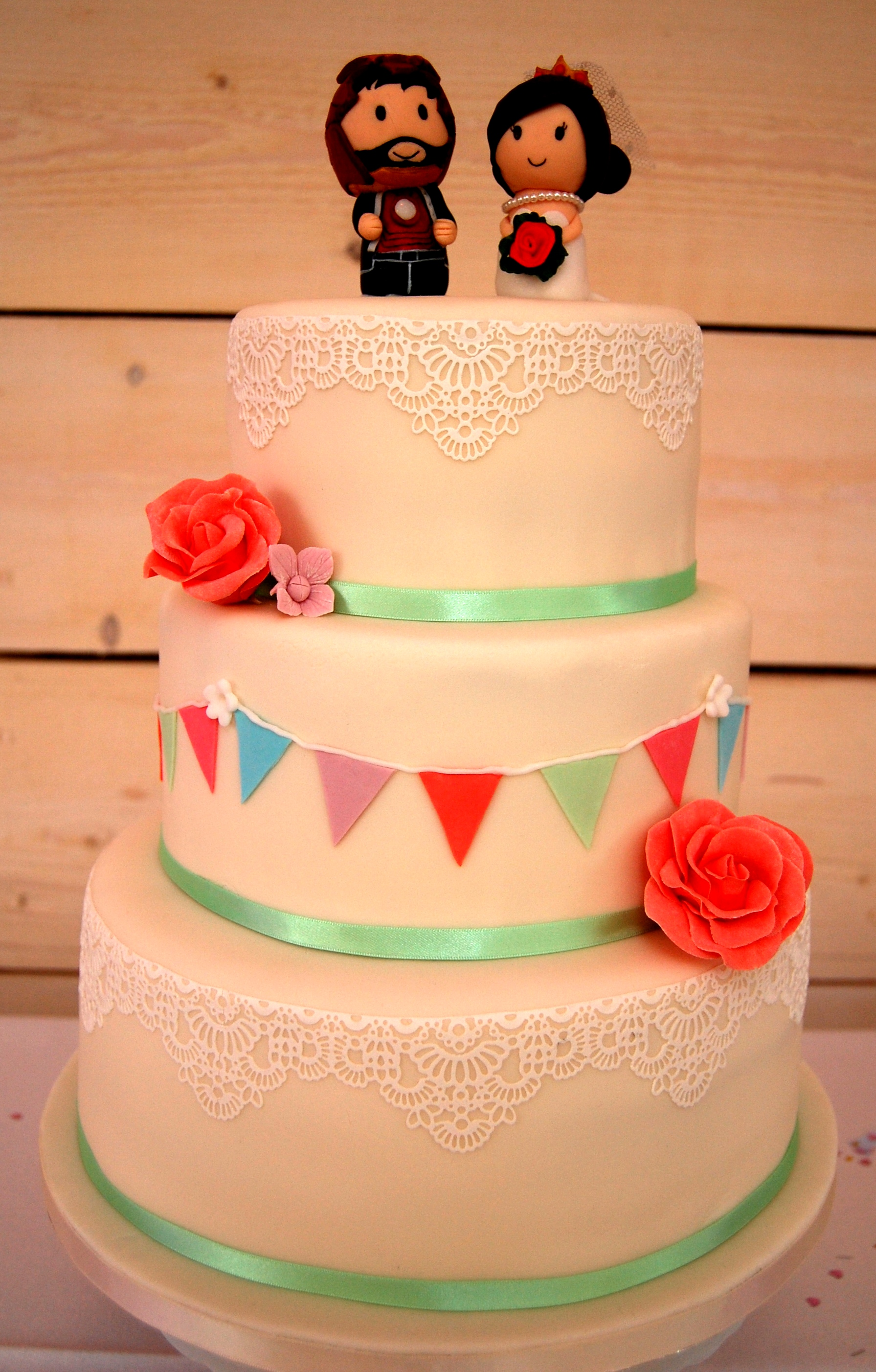 bunting and lace wedding cake green kitchen cakes. Black Bedroom Furniture Sets. Home Design Ideas
